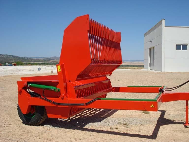 Maquinaria agrícola despedregadora con tolva