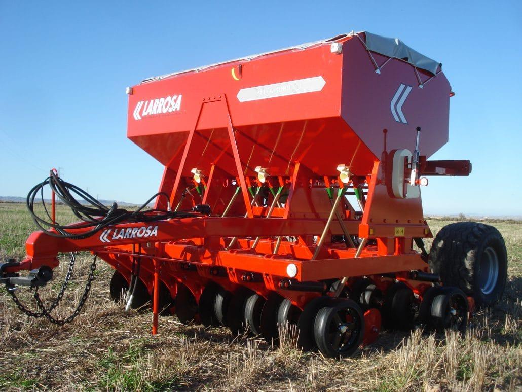 Siembra agrícola con discos con rueda de control